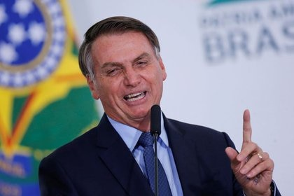 El presidente de Brasil, Jair Bolsonaro, habla en la ceremonia que marca sus 400 días en el palacio de Planalto, en Brasilia. 5 de febrero de 2020. REUTERS/Adriano Machado