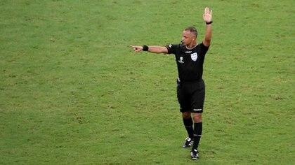 Sampaio, de 37 años, está considerado uno de los mejores tres árbitros de Brasil (Foto: REUTERS/Sergio Moraes)