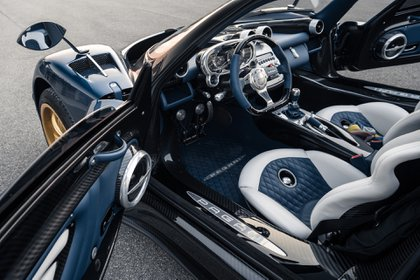 El interior del Pagani Zonda F, un deportivo que rinde tributo en su nombre al piloto argentino Juan Manuel Fangio