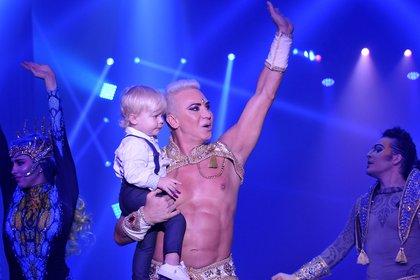 El artista compartió el escenario con su hijo Dionisio