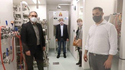 Basterra, Salvarezza y Mirassou durante la presentación del desarrollo científico (Foto: INTA)