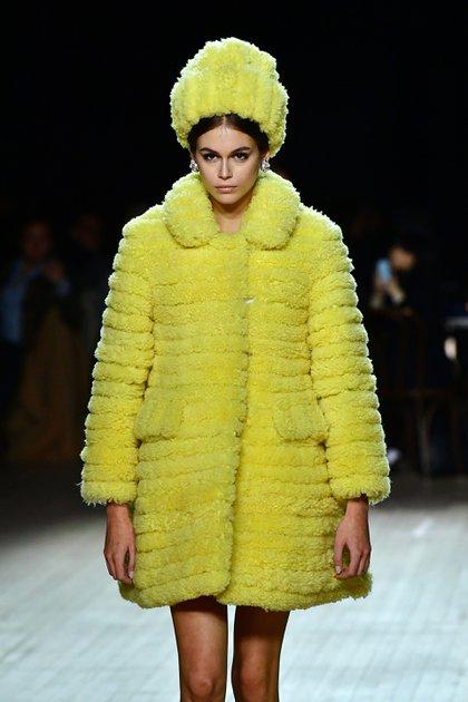 Kaia Gerber fue una de las top models que desfiló para Marc Jacobs, uno de los eventos más esperados en el NYFW por sus siempre innovadores diseños y textiles. En pasarela, un tapado en color lima de peluche y su sombrero del mismo género