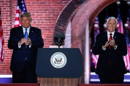 El vicepresidente de Estados Unidos, Mike Pence, junto a Donald Trump durante la la jornada de la convención republicana celebrada en Baltimore, Maryland, EEUU. 26 de agosto de 2020. REUTERS/Jonathan Ernst
