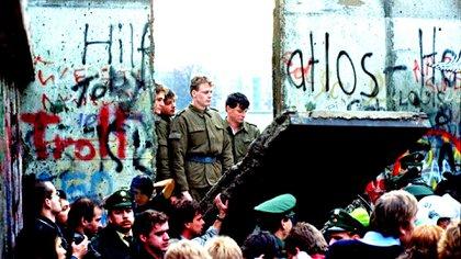"""Imágenes de noviembre de 1989, cuando """"cayó"""" el Muro de Berlín"""