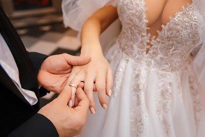 """Con anillo de compromiso y una ceremonia en la que no faltó nada, Yuri y """"Margo"""" son finalmente marido y mujer"""