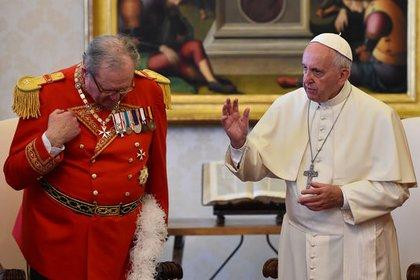 Matthew Festing con Francisco en el Vaticano