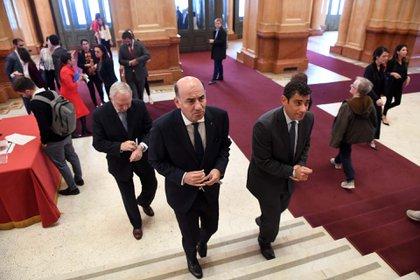Los jueces Diego Barroetaveña (izq) y Daniel Petrone (der) subiendo las esceleras. Atrás el juez Eduardo Riggi (Maximiliano Luna)