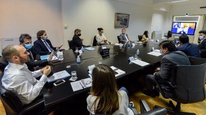 El ministro de Economía, Martín Guzmán, encabezó la presentación ante  funcionarios y legisladores del Frente de Todos