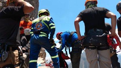 Los rescatistas acudieron al lugar y llevaron a cabo labores de búsqueda por más de diez horas (Foto: Twitter:@pcsantacatarina)
