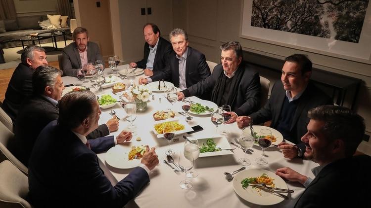 Macri, la última vez que cenó con los gobernadores radicales.