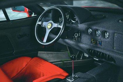El interior de la F40, sin grandes lujos, pero súper deportivo.