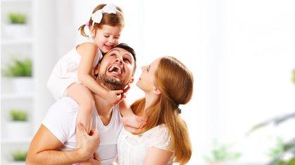 En tanto exista entre los padres un buen clima y un ambiente de respeto no tiene por qué haber conflictos psicológicos (Shutterstock)