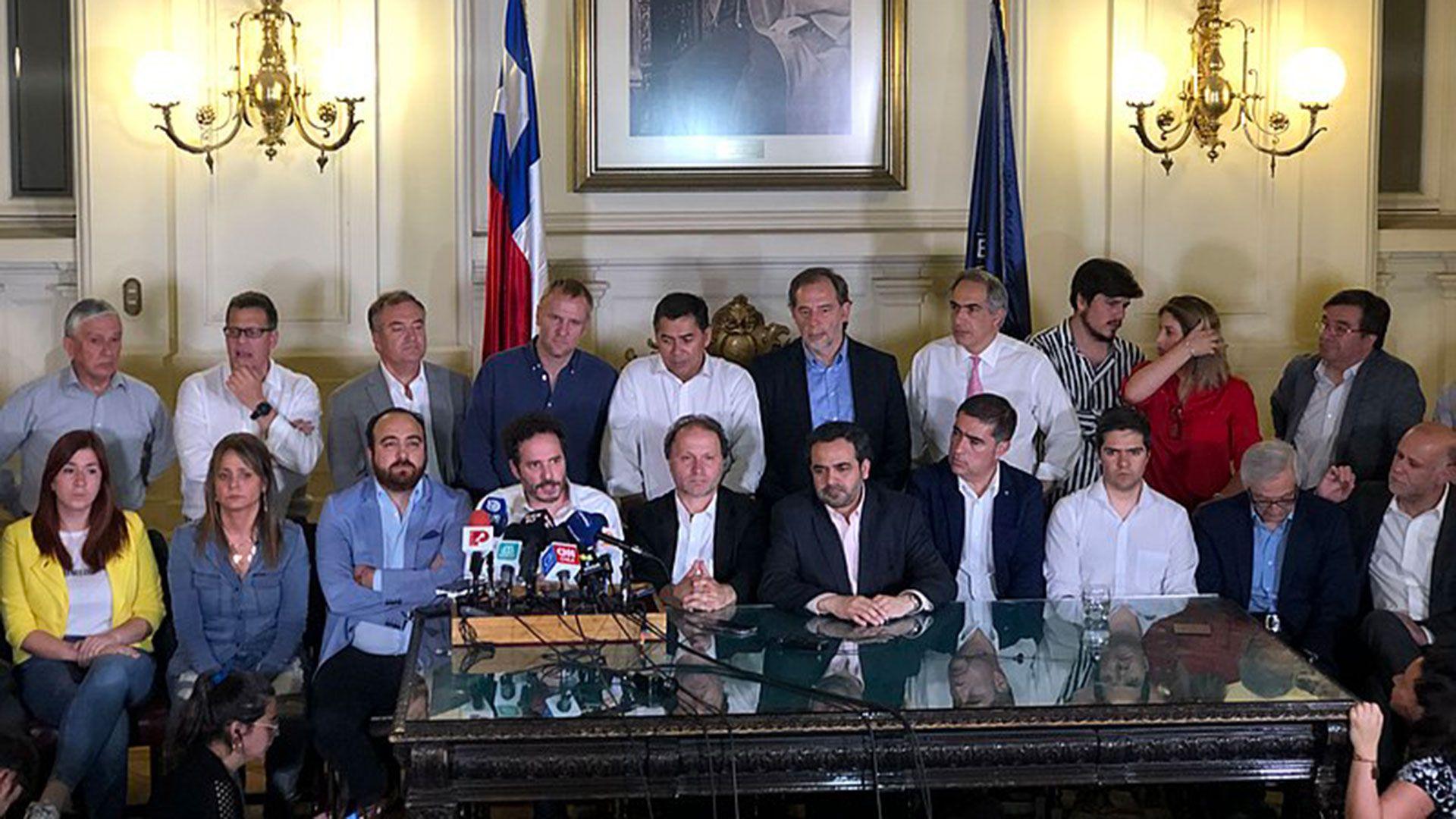 Polémica en Chile por comunicado de 34 de los 155 constituyentes que deberán redactar la nueva Constitución