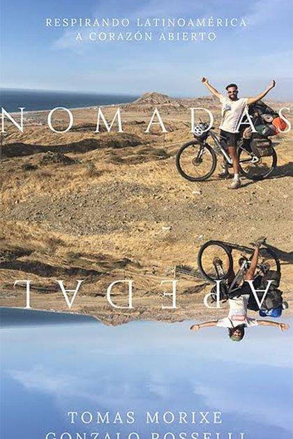 El libro que resume la hazaña de viaje a pedal (@nomadasapedal)