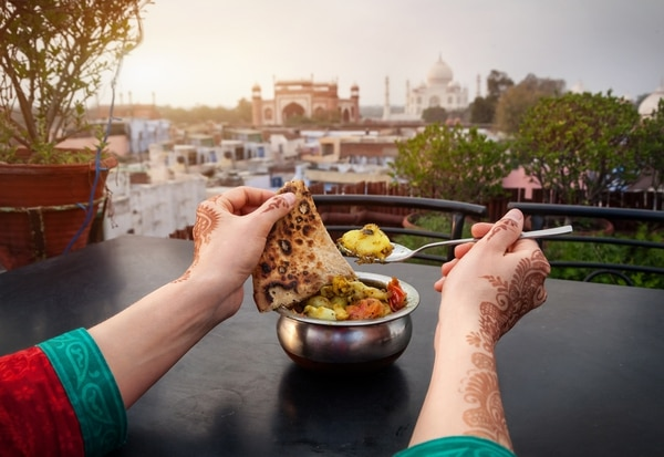 La gastronomía india es muy variada gracias a la diversidad de culturas que la han enriquecido a lo largo del tiempo (Getty Images)