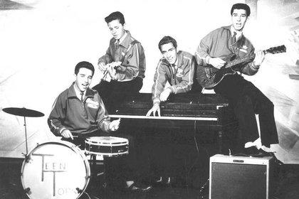 Los Teen Tops en sus inicios como banda, Enrique Guzmán se convirtió en el cantante principal (Foto: Facebook/@teentops)