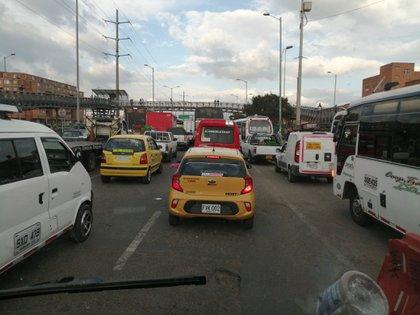 Congestión vehicular en Bogotá durante el primer día de reactivación parcial de la economía en Colombia.
