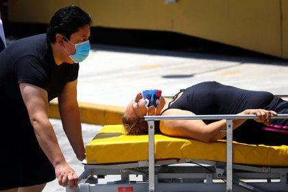 El país ya acumula 1,732 muertos por coronavirus y hay 17,799 casos acumulados, de los cuales 5,444 son activos (Foto: Edgard Garrido/ Reuters)