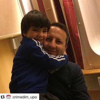 Ahmadreza Djalali con su hijo