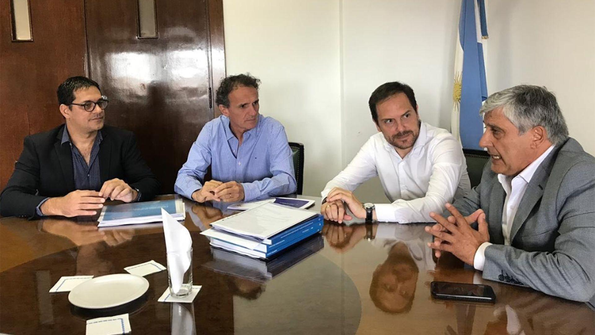 Martín Gill aseguró que todo su equipo dio negativo, pero aún resta saber si mantuvo contacto estrecho con algún otro funcionario de la gestión de Alberto Fernández.