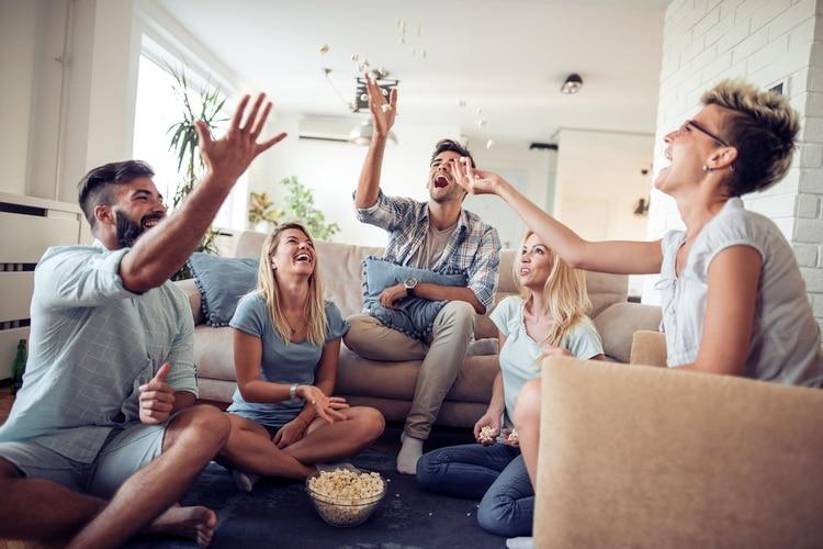De la misma forma que se recomienda hacerlo en el ámbito laboral, también conviene organizarse y planificar el tiempo que se dedica a la familia y a los amigos (Shutterstock)