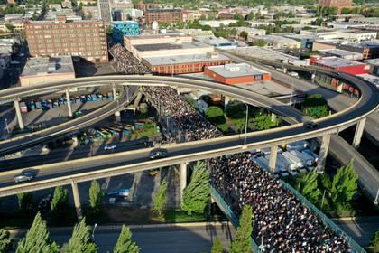 En Portland en cientos de miles de personas salieron a protestar. REUTERS/Terray Sylvester