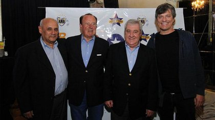 Carlos Montero, Roberto Digón, Jorge Ameal y Mario Pergolini posan para los flashes