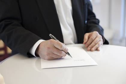 """Al suscribir a las condiciones de uso por medio de presionar el botón """"aceptar"""" se está realizando un acuerdo con la empresa prestadora del servicio, tal como si se firmara un contrato (Foto: Pixabay)"""
