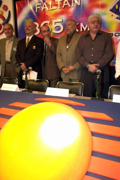 Francisco López, Enrique Bermudez, Rafael Bustillos, Luis de Llano and Marco Flavio Cruz, during the conference to present the latest details of the 2001 Acapulco Festival. (PHOTO: Pedro Mera / CUARTOSCURO)