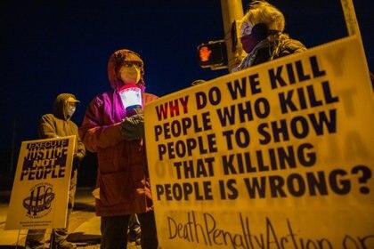 19/04/2021 Manifestación en contra de la pena capital celebrada en la localida de Bloomington, en Indiana, Estados Unidos.. Sin cifras oficiales, la ONG aventura que China podría ser el país que más ejecuciones comete cada año POLITICA INTERNACIONAL JEREMY HOGAN / ZUMA PRESS / CONTACTOPHOTO