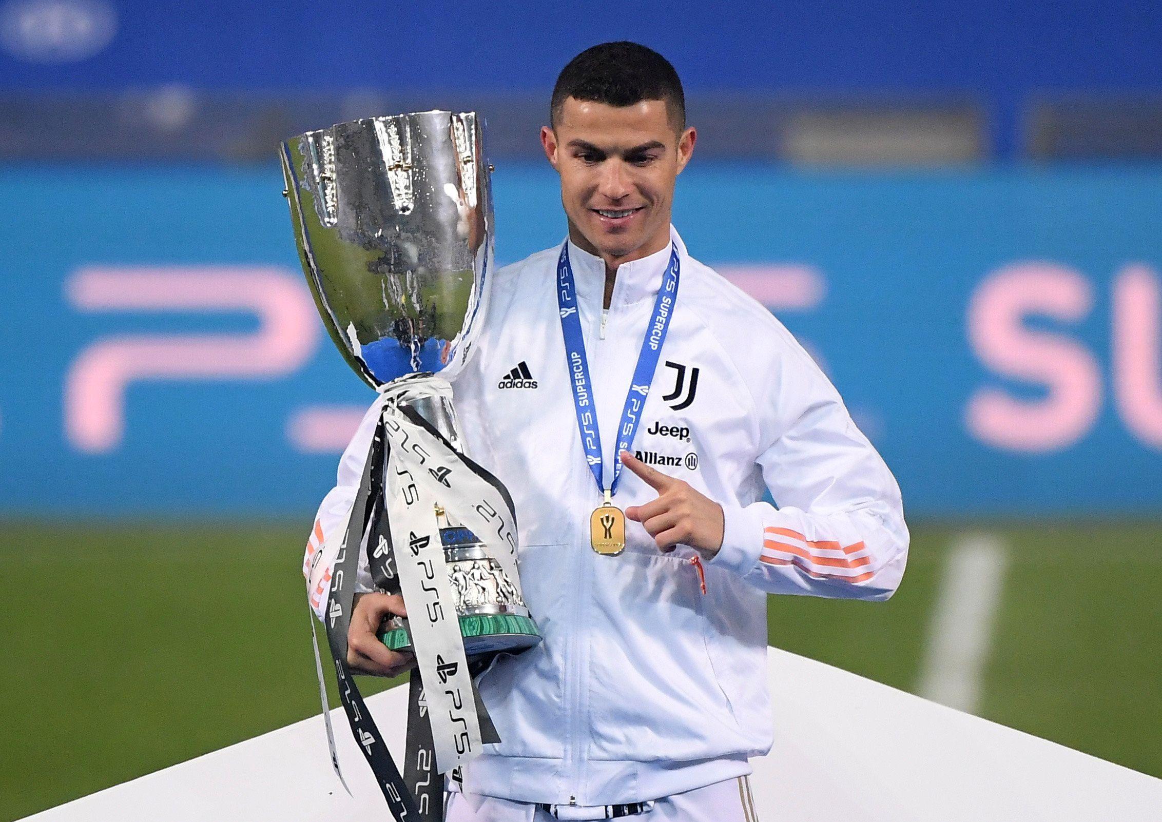 Cristiano Ronaldo fue la figura de Juventus en la Supercopa de Italia (REUTERS/Alberto Lingria)