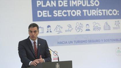 El presidente del Gobierno, Pedro Sánchez, anunció un plan de estímulo a la industria turística de unos USD 4.500 millones, mucho menos de la asistencia comrpometida por la vecina Francia.