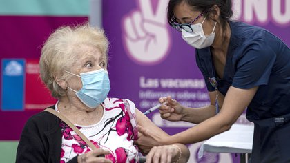 Estudio del Gobierno de Chile: la eficacia de la vacuna china Sinovac contra el coronavirus fue del 67 % tras la segunda dosis
