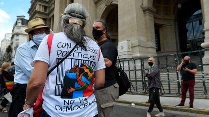 """El kirchnerismo duro y organizaciones cercanas rechazan las causas por corrupción y hablan de """"presos políticos"""""""