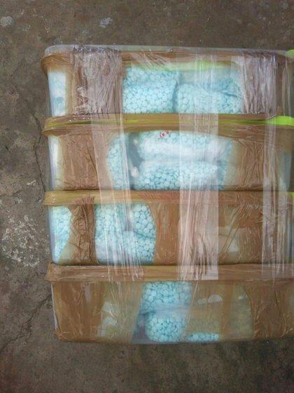 Los oficiales de la Armada mexicana incautaron aproximadamente 960 contenedores de plástico (Foto: justice.gov)