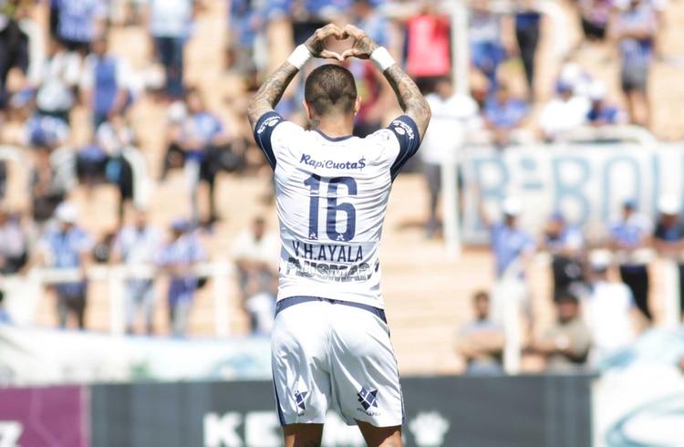 La gran figura de la tarde en Mendoza: Víctor Ayala anotó dos tantos fantásticos de tiro libre (Fotobaires)