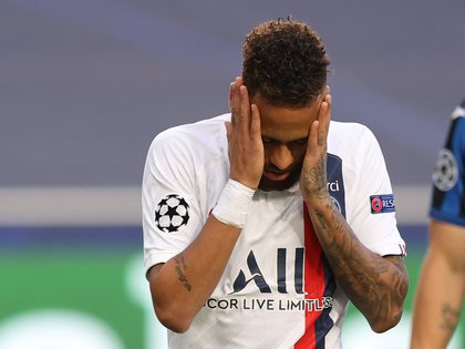 Soccer Football - Champions League - Quarter Final - Atalanta v Paris St Germain - Estadio da Luz, Lisbon, Portugal - August 12, 2020  Paris St Germain's Neymar reacts, as play resumes behind closed doors following the outbreak of the coronavirus disease (COVID-19)  REUTERS/Rafael Marchante/Pool