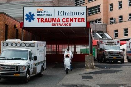 Elmhurst Hospital Center, un centro médico público, fue uno de los primeros y más afectados hospitales de Nueva York. (Ryan Christopher Jones / The New York Times)