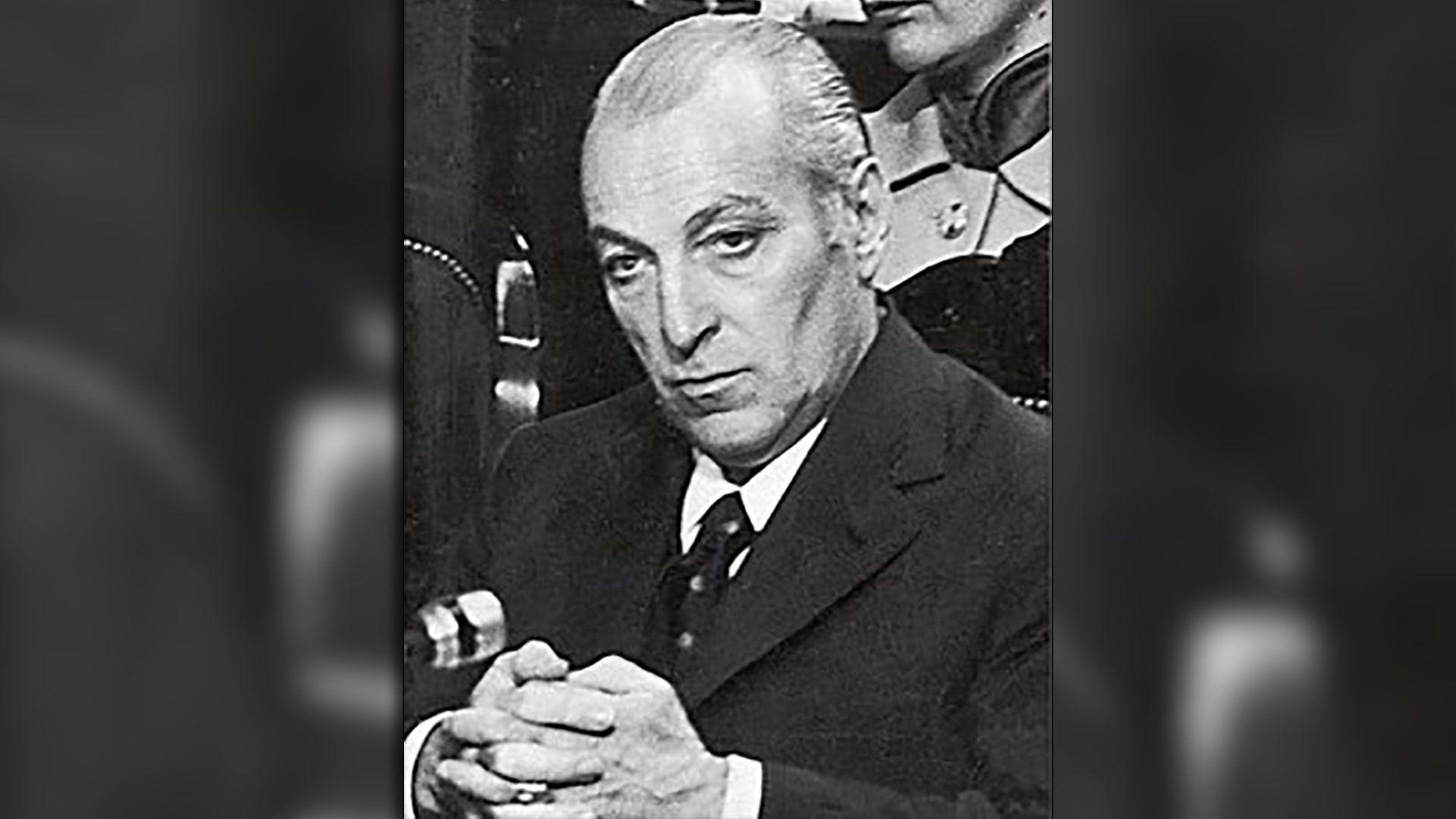 José López Rega, el Brujo, firmó el decreto en donde se pedía receta por triplicado para acceder a los anticonceptivos y se prohibía su promoción en hospitales públicos.