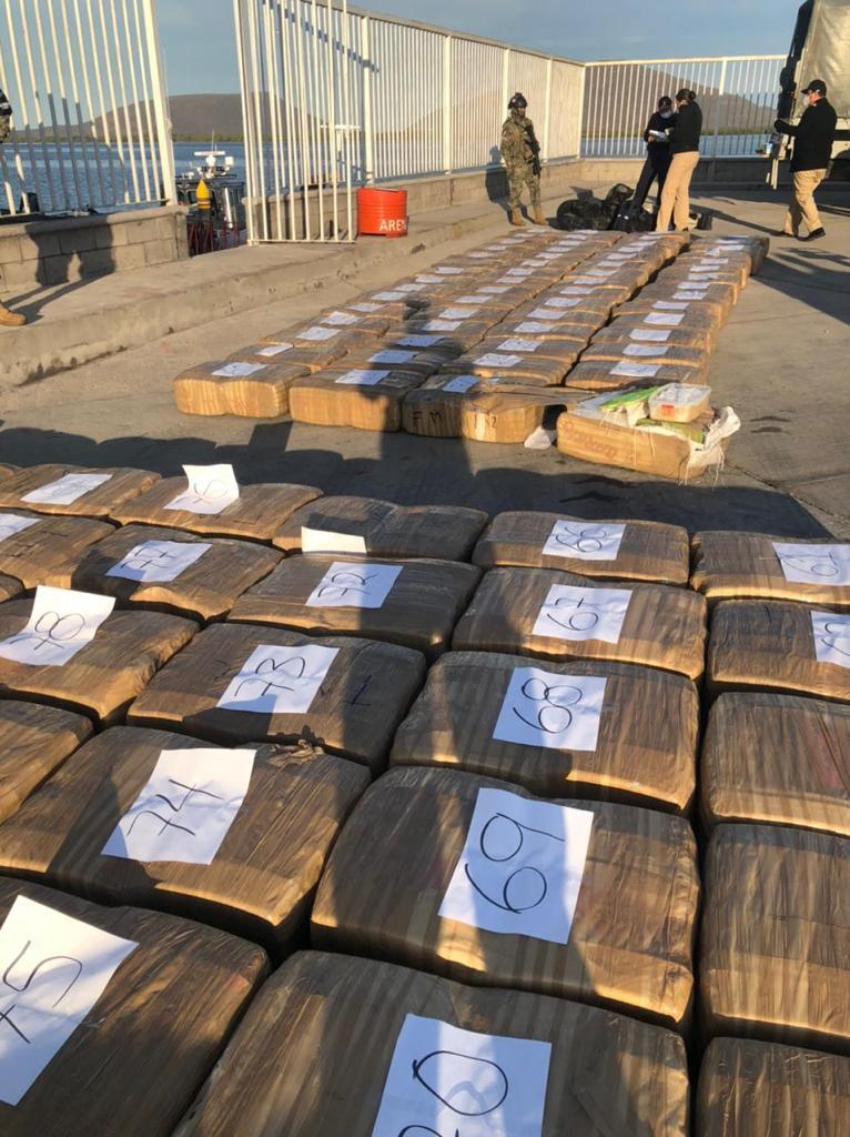 Marina decomisa dos toneladas de metanfetamina en Sinaloa