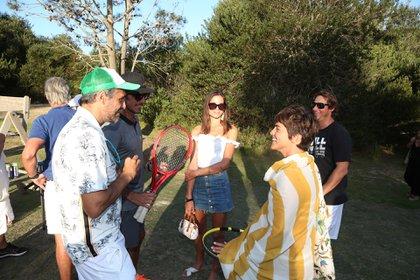 Calu Rivero y Diana Arnopoulos junto a los tenistas