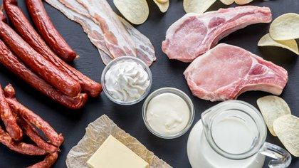 Los alimentos con grasas saturadas aumentan el riesgo cardíaco (Shutterstock)