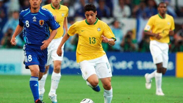 Cicinho ganó tres títulos con la selección de Brasil (Shutterstock)