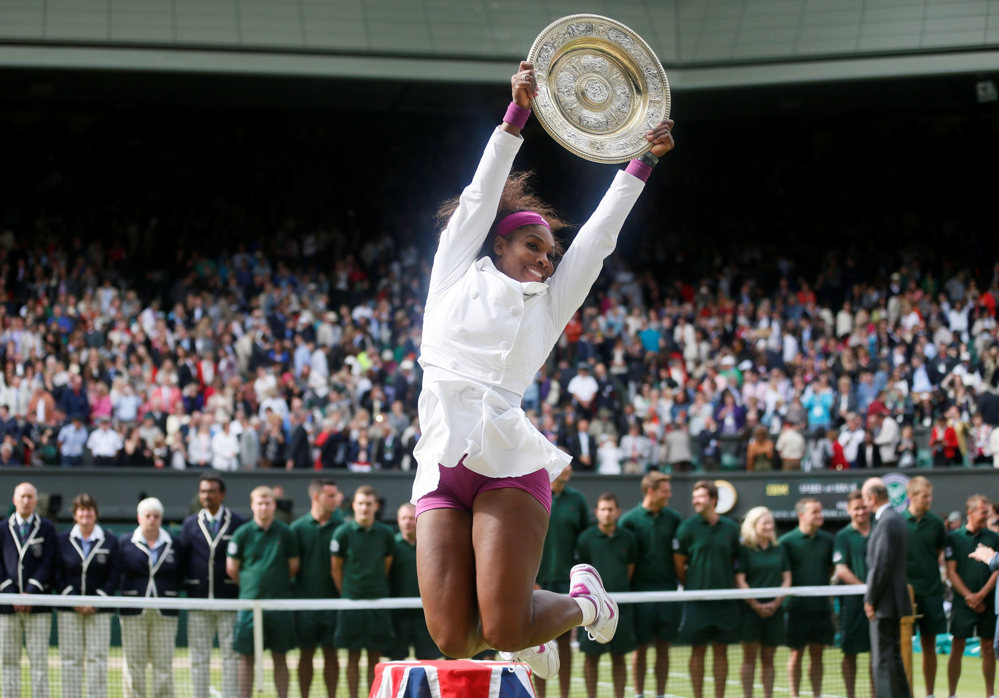 Serena Williams celebra el título de Wimbledon 2012 (Reuters)