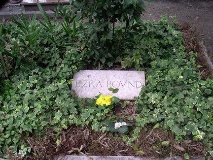 La tumba de Ezra Pound en la isla de San Michele en Venecia, localizada junto a la de su pareja Olga Rudge y el poeta ruso-estadounidense Joseph Brodsky
