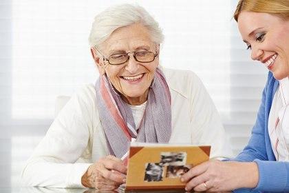 Las dos terceras partes de las personas con Alzheimer en el mundo son mujeres, y no se sabe por qué.