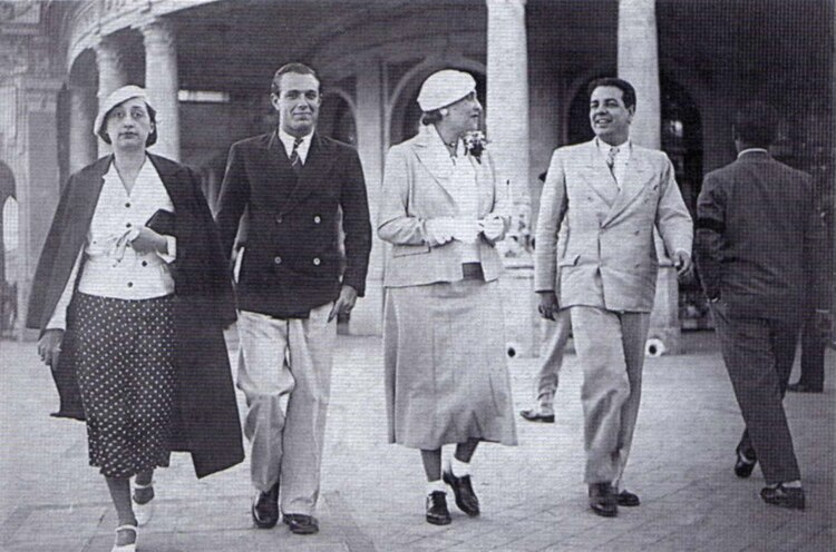 Josefina Dorado, Adolfo Bioy Casares, Victoria Ocampo y Jorge Luis Borges en Mar de Plata, 1935