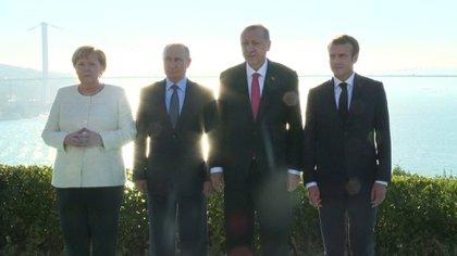 Angela Merkel, Vladimir Putin, Recep Erdogan y Emmanuel Macron en Estambul en octubre de 2018