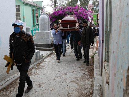 Cortejo fúnebre con escasos acompañantes en el municipio de San Cristóbal de las Casas, Chiapas Foto: EFE/ Carlos López