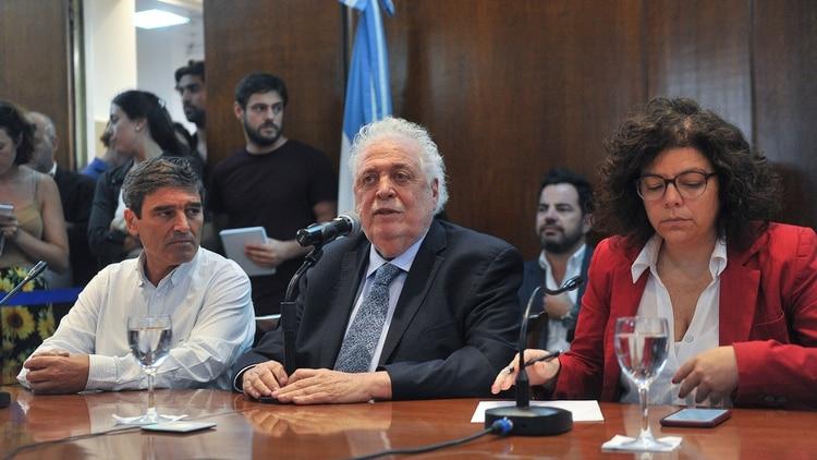 El ministro de Salud de la Nación, Ginés González García, confirmó el primer caso de coronavirus Covid-19 en Argentina